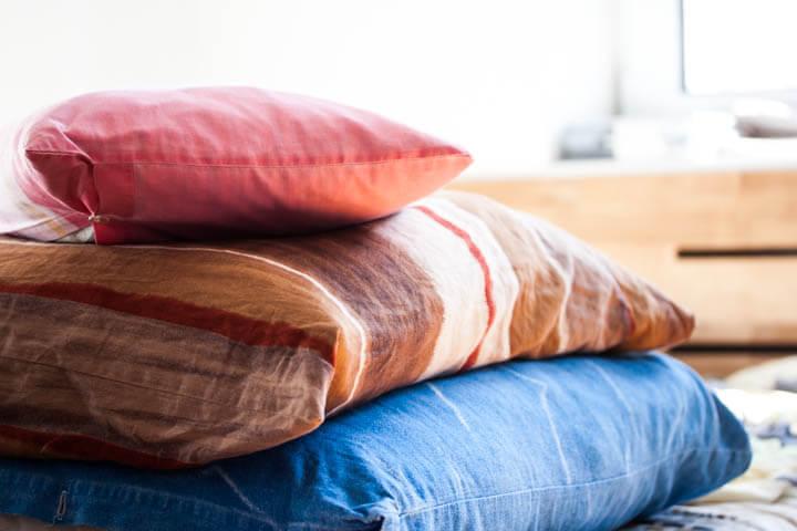 die richtige schlafkissen gr e schlafkissen ratgeber. Black Bedroom Furniture Sets. Home Design Ideas